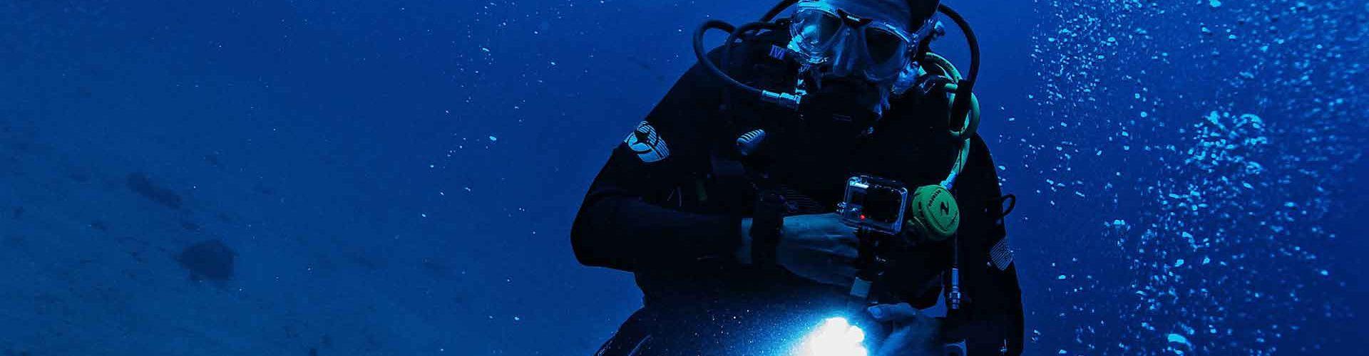 Night-Diver-PADI-Underwater-Barcelona
